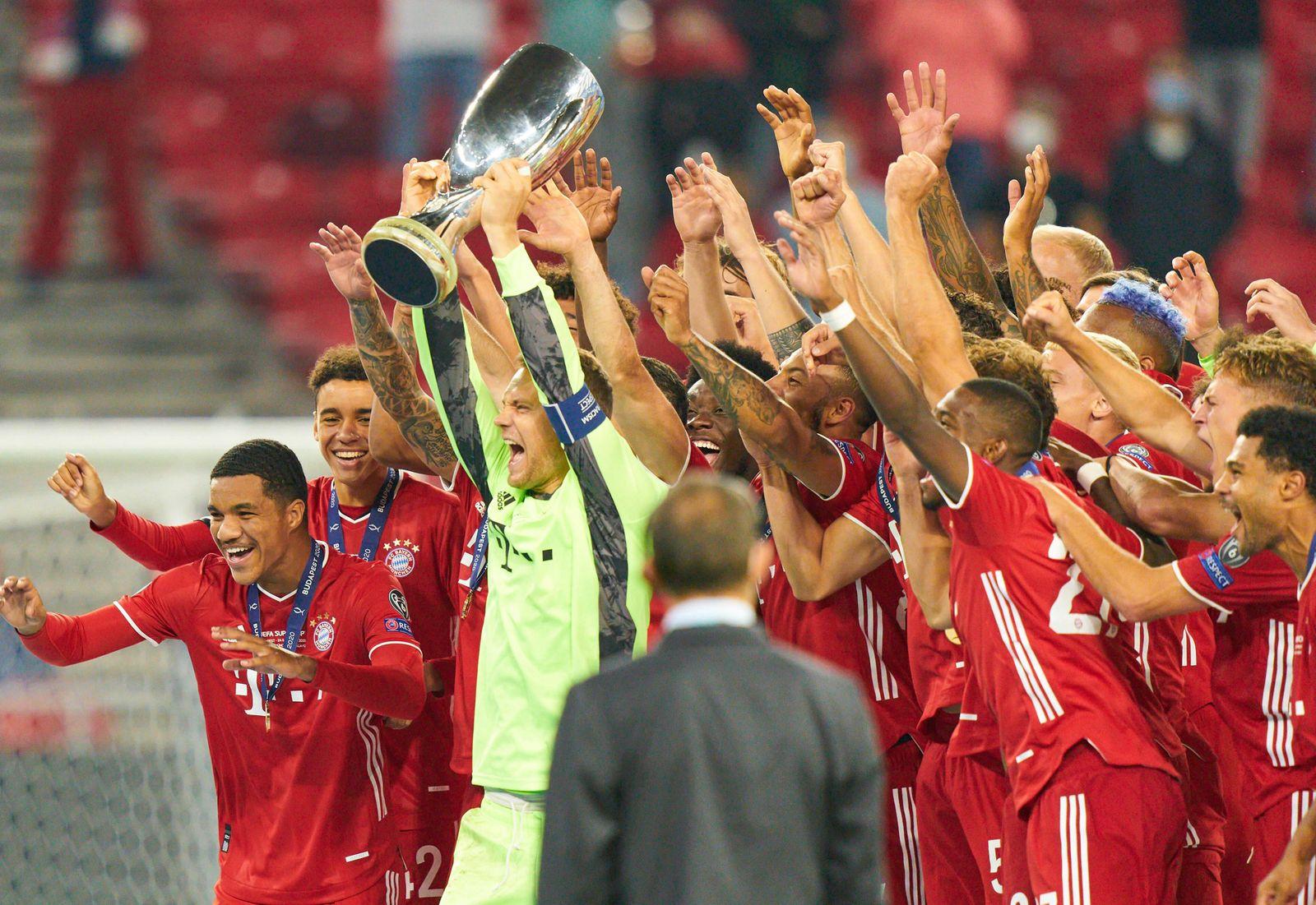 Budapest, Hungary, 24th September 2020. Celebration with trophy Manuel NEUER, goalkeeper FCB 1 Robert LEWANDOWSKI, FCB 9