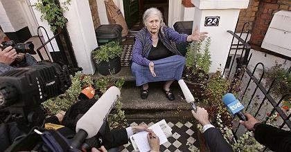 """Nobelpreisträgerin Lessing vor ihrem Haus in London: """"Es ist ein Royal Flush"""""""