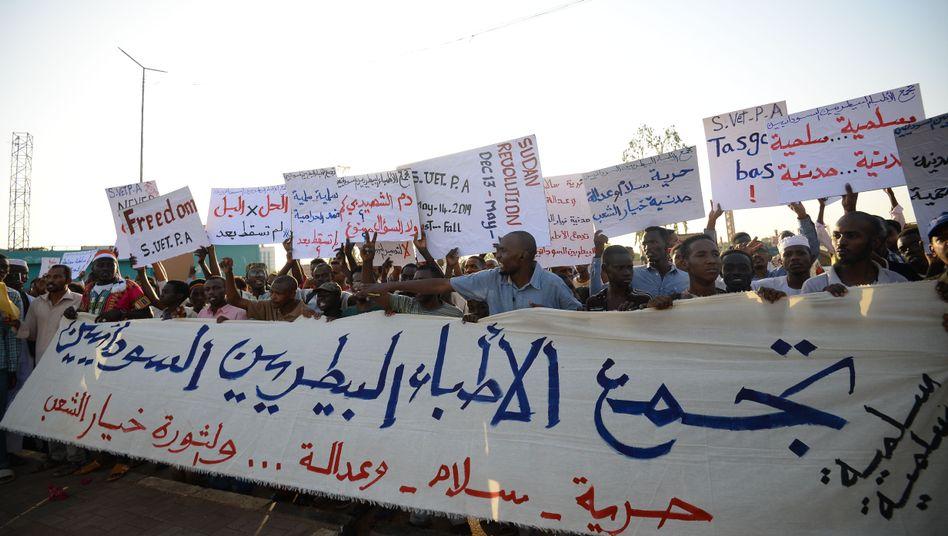 Demonstranten in Sudans Hauptstadt Khartum