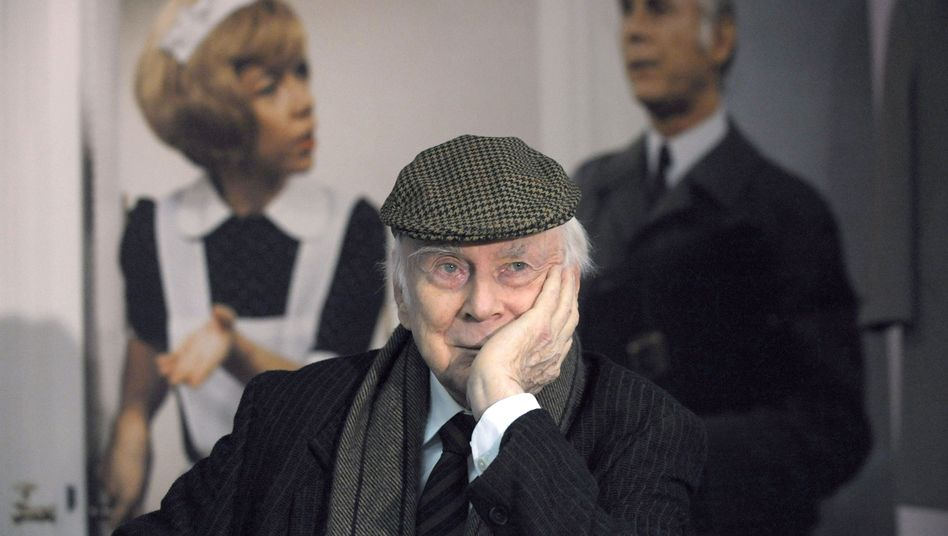 """Loriot 2008 vor der Berliner Ausstellung """"Loriot - Die Hommage"""": Kuriose Ortsauswahl"""