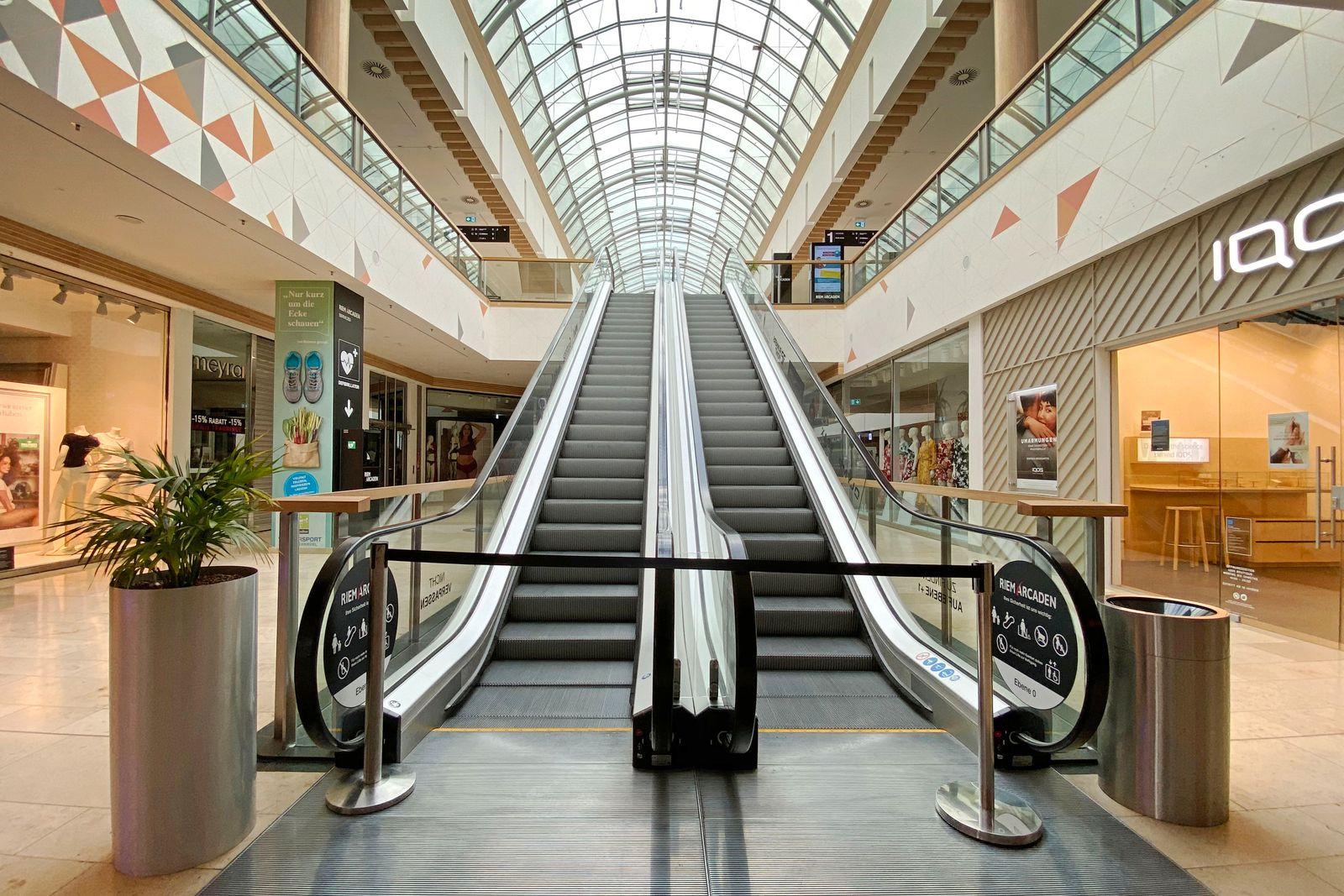 Geschlossenes Einkaufszentrum wegen Corona Pandemie