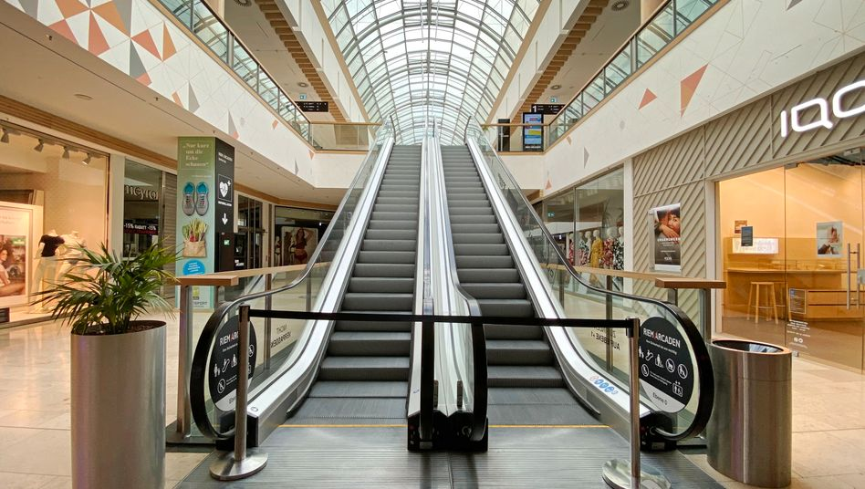 Leeres Einkaufszentrum während des Lockdowns: Inzwischen öffnen viele Geschäfte wieder, sind aber trotzdem leer
