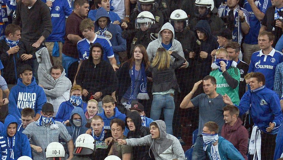 """Polizeieinsatz bei Schalke-Spiel: """"Nicht das geringste Verständnis"""""""