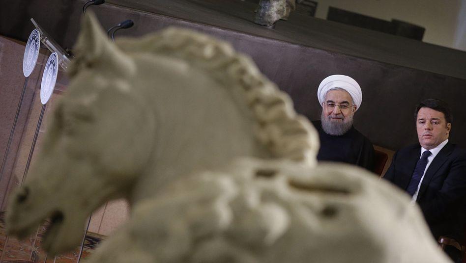 """Rohani und Renzi (r.) in Rom: """"Wiederholter Akt der Unterwerfung"""""""
