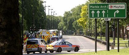 Einsatzfahrzeuge in der Park Lane: Suche nach dem Unbekannten
