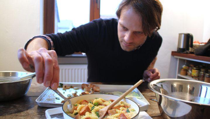 Foodstylist bei der Arbeit: Immer ran ans junge Gemüse