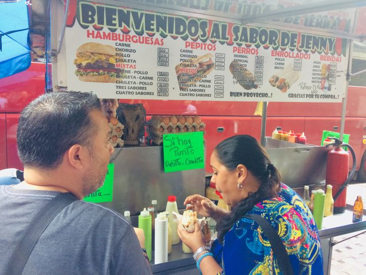 Fast-Food-Stand in Caracas, der Zahlungen mit Karte akzeptiert
