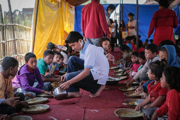 """""""Nothilfe-Kita"""" der SOS-Kinderdörfer in Nepal: 100 Millionen Euro für 2015 erwartet"""