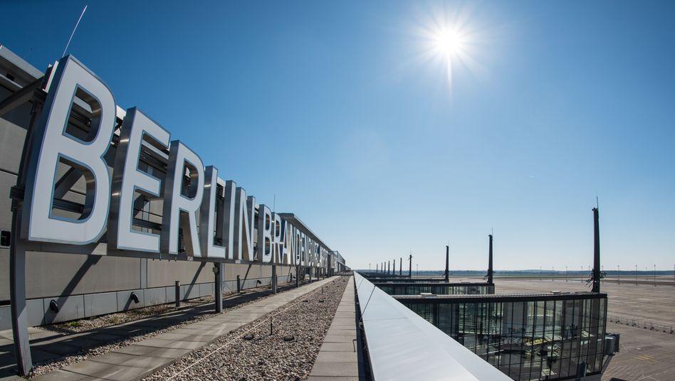 Dach des BER-Terminalgebäudes: Bauarbeiten gestoppt