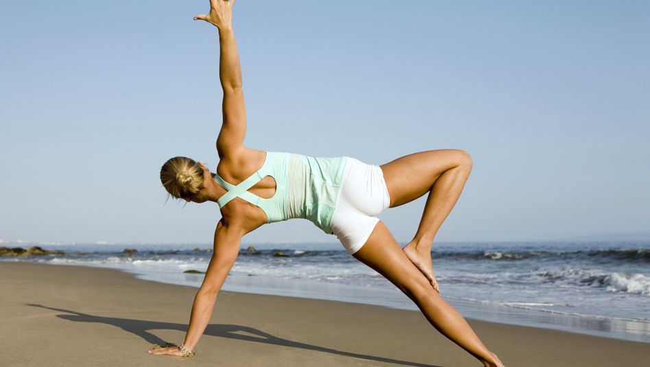 Yoga am Strand: Philosophie und Sport gegen den Alltagsstress