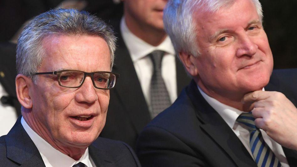 Noch-Innenminister Thomas de Maizière (CDU) und sein möglicher Nachfolger Horst Seehofer (CSU)