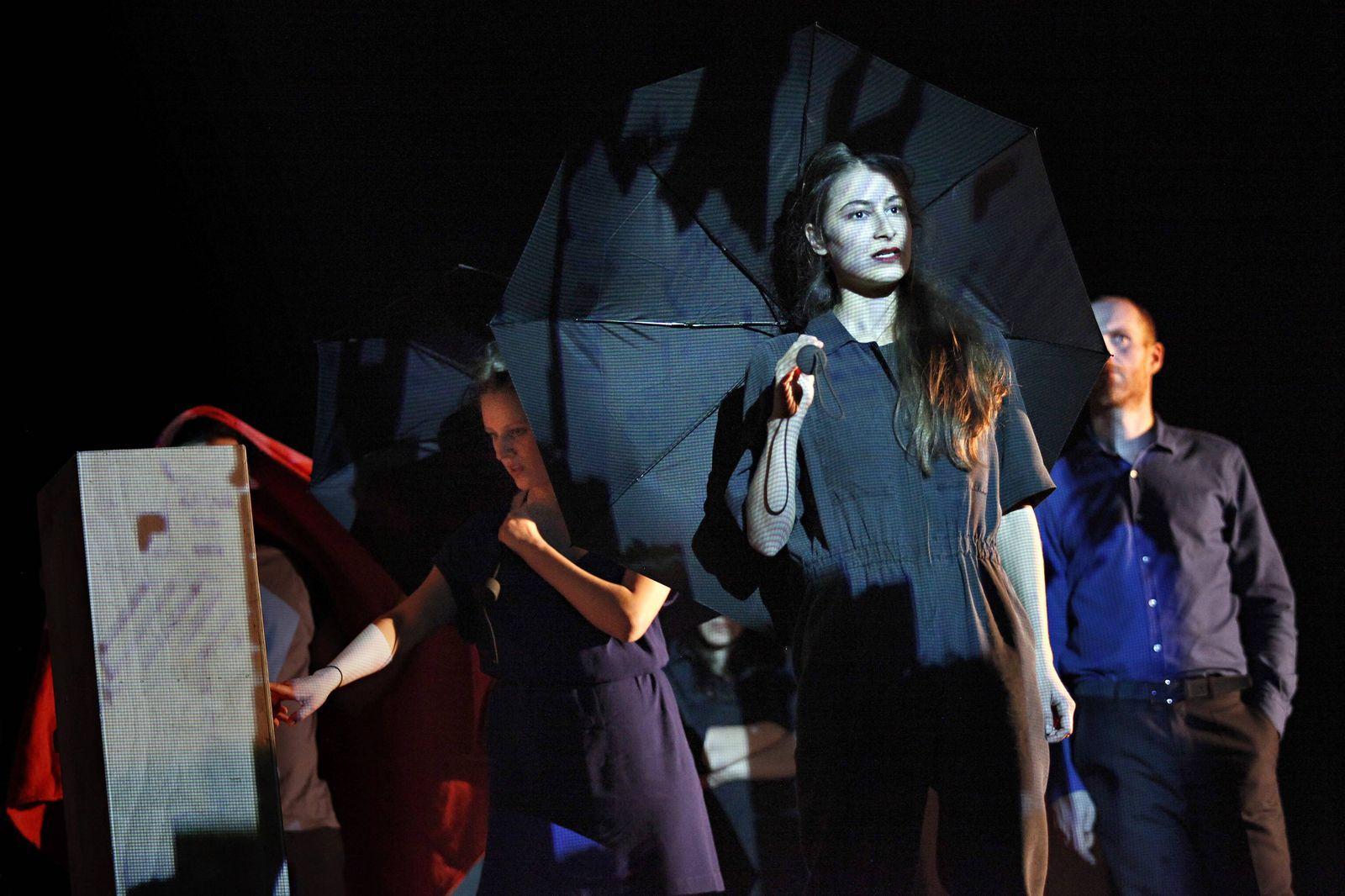 drama berlin de 12 03 2014 Maxim Gorki Theater Berlin COMMON GROUND von Yael Ronen und Ensemble R