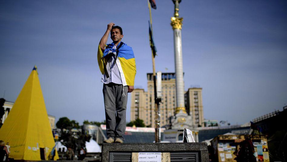 Betender auf dem Maidan: Gespanntes Warten auf die Wahl