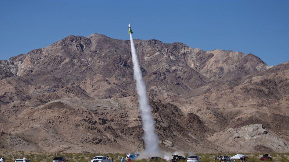 """Mad Mikes"" selbst gebaute Rakete beim Start"