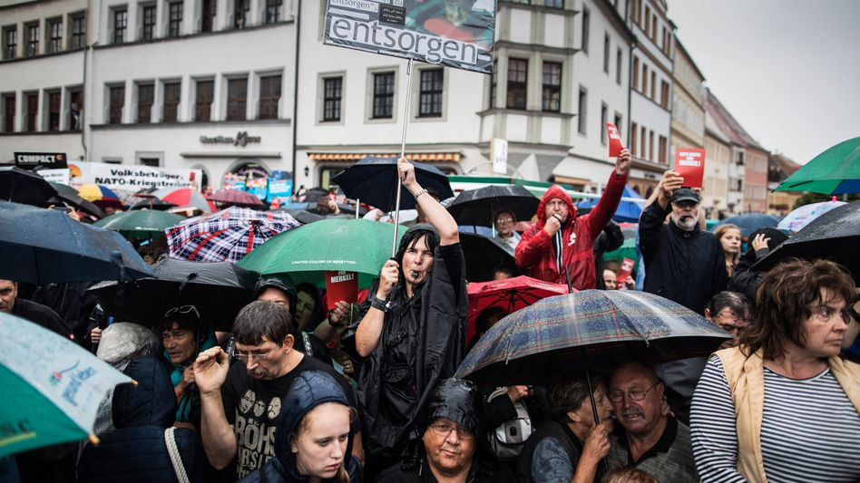 Anti-Merkel protesters at a campaign event in Torgau on Sept. 6.