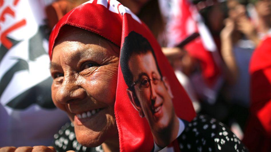Anhängerin von Imamoglu bei einem Wahlkampftermin