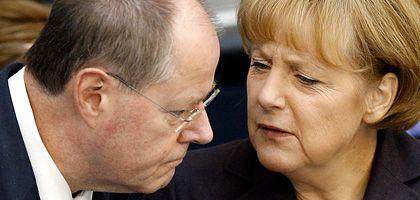 """Kanzlerin Merkel, Finanzminister Steinbrück: """"Die Sparer haben nichts zu befürchten"""""""
