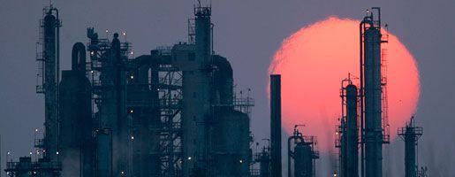 Raffinerie (in Kansas, USA): Die Politik bremst, und die Vorräte sind immer schwieriger zu erschließen