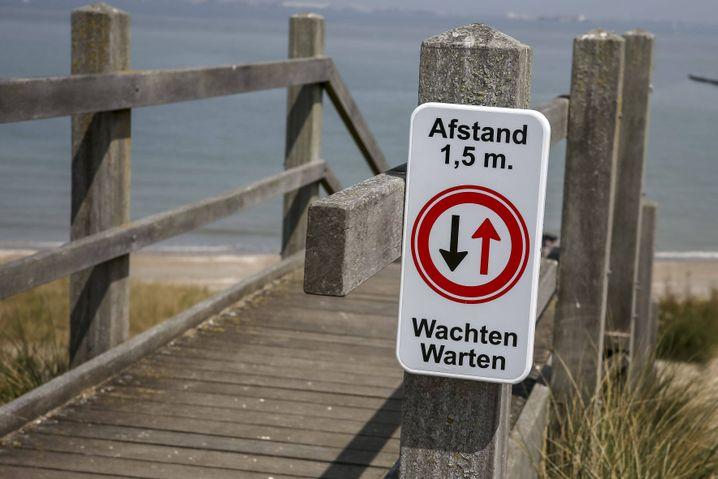 Corona-Regime an einem niederländischen Strand