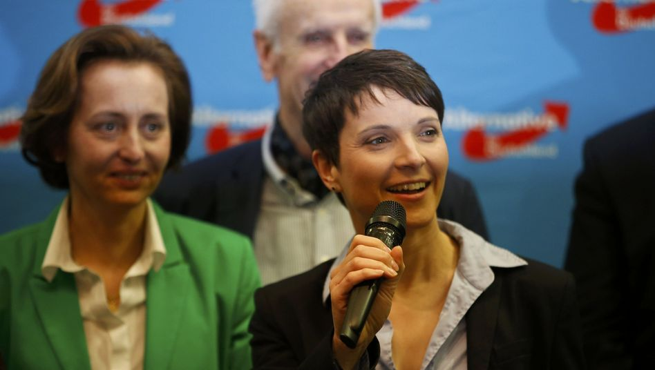 AfD-Chefin Petry, Vize Storch (l.)