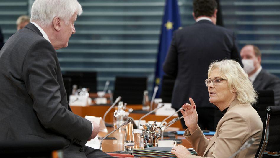 Streit über gendergerechte Sprache: Justizministerin Christine Lambrecht mit Innenminister Horst Seehofer