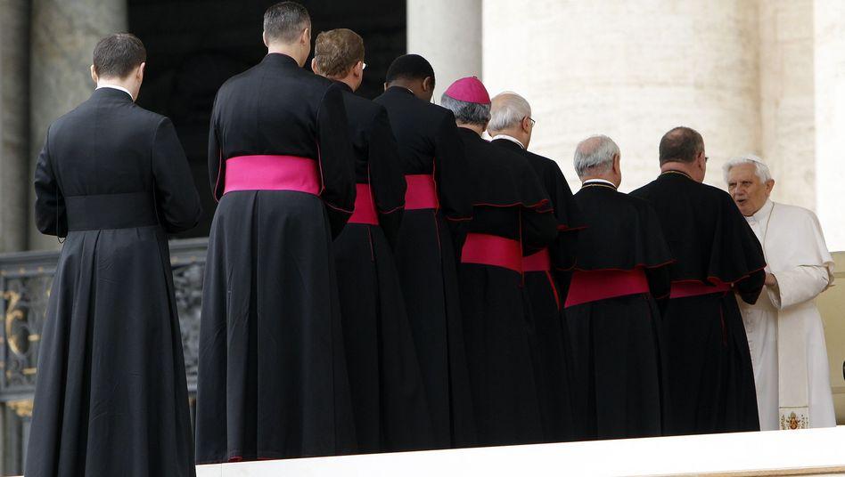 """Bischöfe bei Papst Benedikt XVI.: """"Eine tiefe Vertrauenskrise"""""""