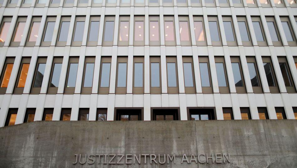 Justizzentrum mit Landgericht in Aachen (Archiv)