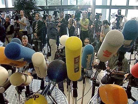 """Ziemlich bedrohlich: Klobige Kameras, flauschige Mikrofone - die """"Meute"""" ist da"""