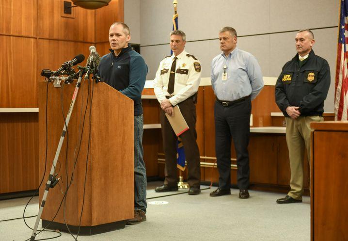Pat Budke, Polizeichef von Buffalo, auf der Pressekonferenz nach dem Einsatz