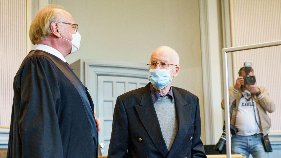 Angeklagter F. mit Anwalt Goecke (l.): Angaben zum Lebenslauf