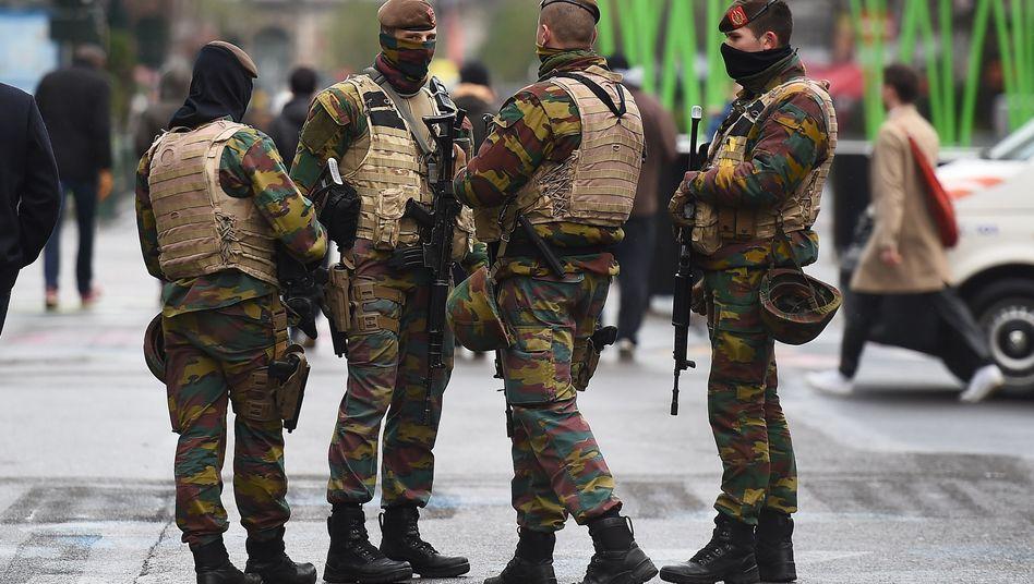 Soldaten in Brüssel: Mehr Sicherheit durch mehr Sicherheitskräfte?