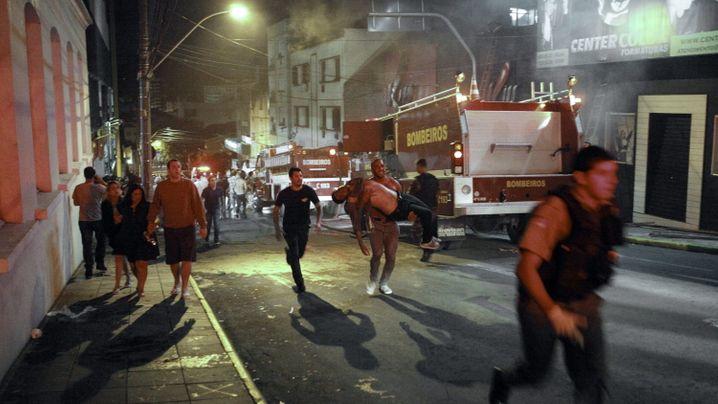 Mehr als 200 Tote bei Brand: Feuerhölle im Nachtclub Kiss