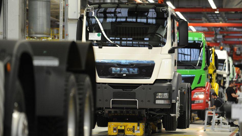 MAN-Truck in einem Werk in München (Archivbild)