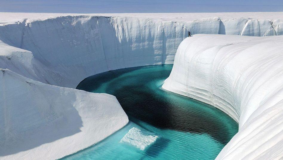 Erreicht das Schmelzwasser den Ozean, trägt es zum Anstieg des Meeresspiegels bei