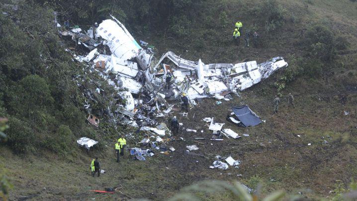 Flugzeugabsturz in Kolumbien: Trümmerfeld am Hang