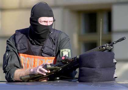Scharfschütze (Archiv): Sicherheit durch Tausende Beamte