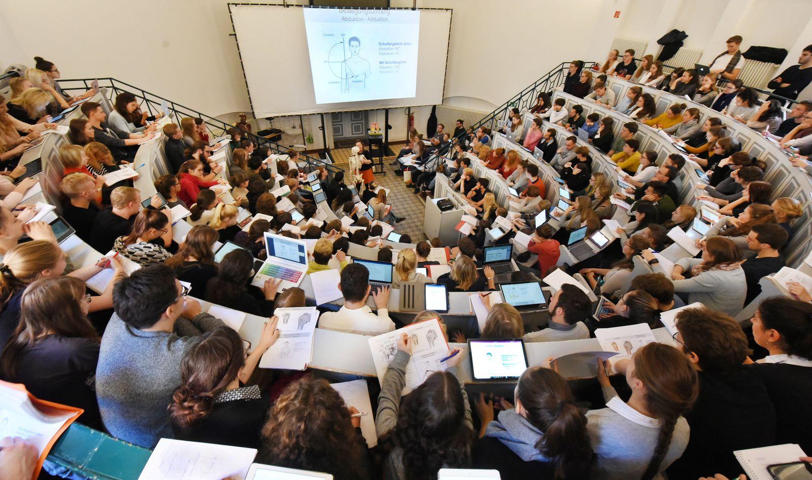 Uni-Absolventen zieht es weg aus Ostdeutschland