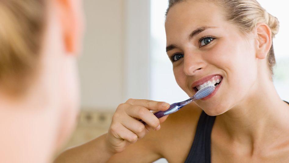 Richtig Zähneputzen: Nicht zu stark drücken, nach Obst eine Pause machen