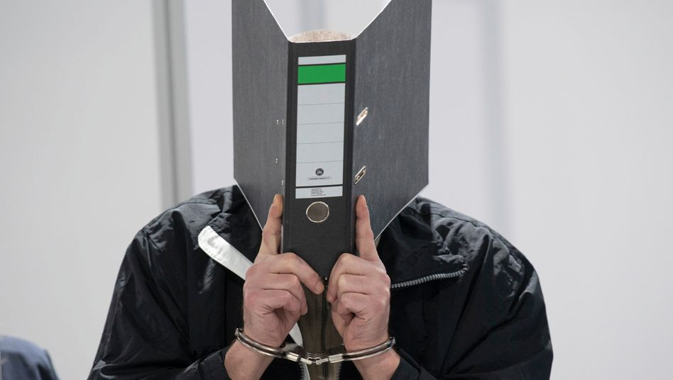 Täter im Landgericht Wiesbaden: Verurteilt wegen versuchten Mordes