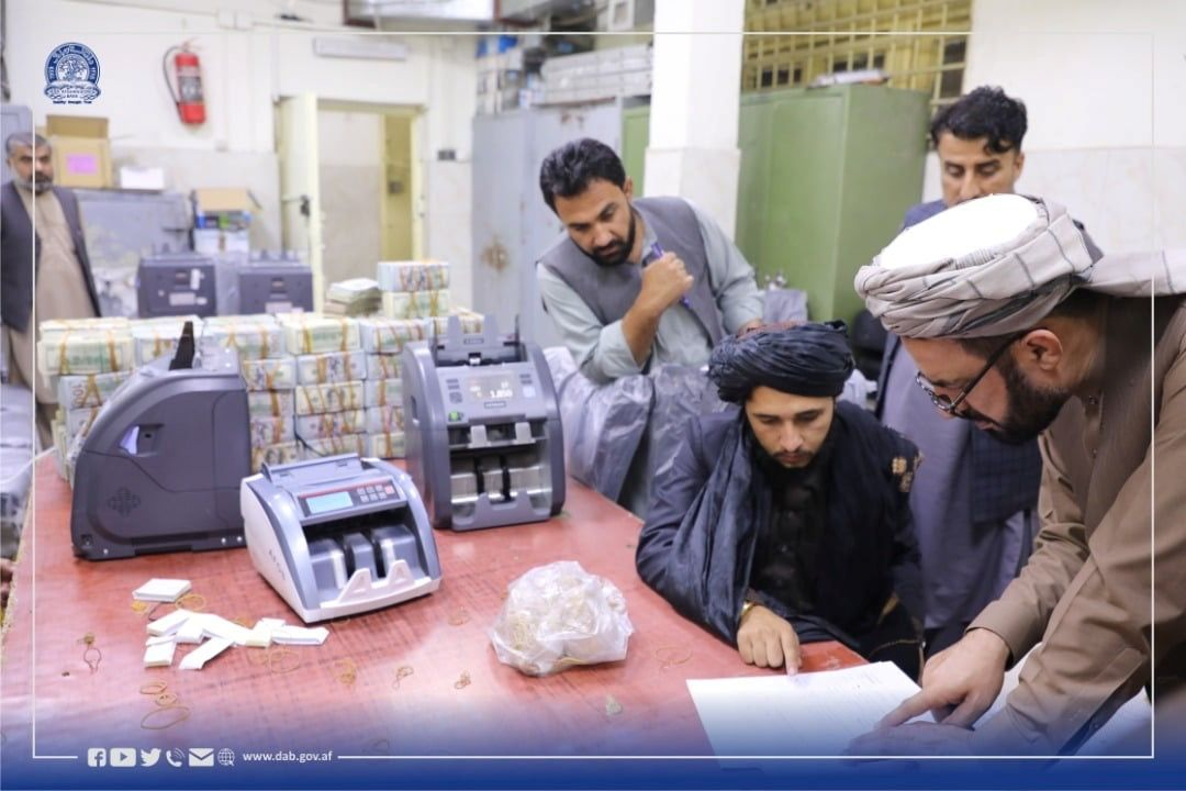 Afghanistan's Taliban-controlled central bank seizes a large amount of money from former top government officials