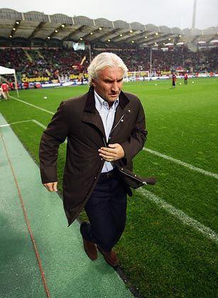 "Bayer-Sportchef Völler: ""Schlimmste Magenkrämpfe"" wegen Bierhoff"