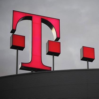 Telekom-Logo auf Zentrale in Bonn: Kundendaten ans BKA geliefert?