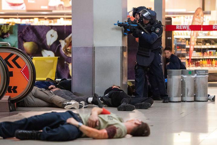 """Flughafen Köln/Bonn: """"Tote"""" und """"Verletzte"""" am Boden"""