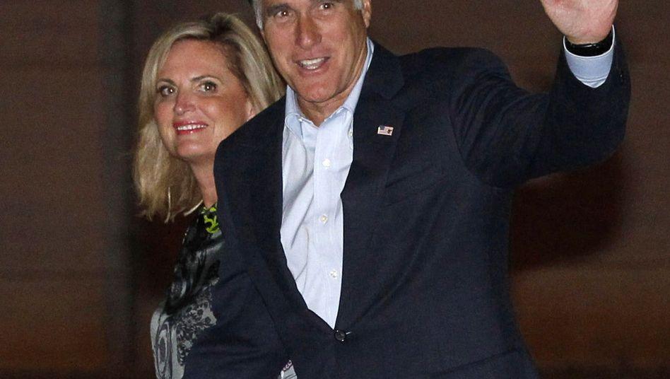 Präsidentschaftskandidat Romney mit Gattin: Fettnäpfe und Pannen