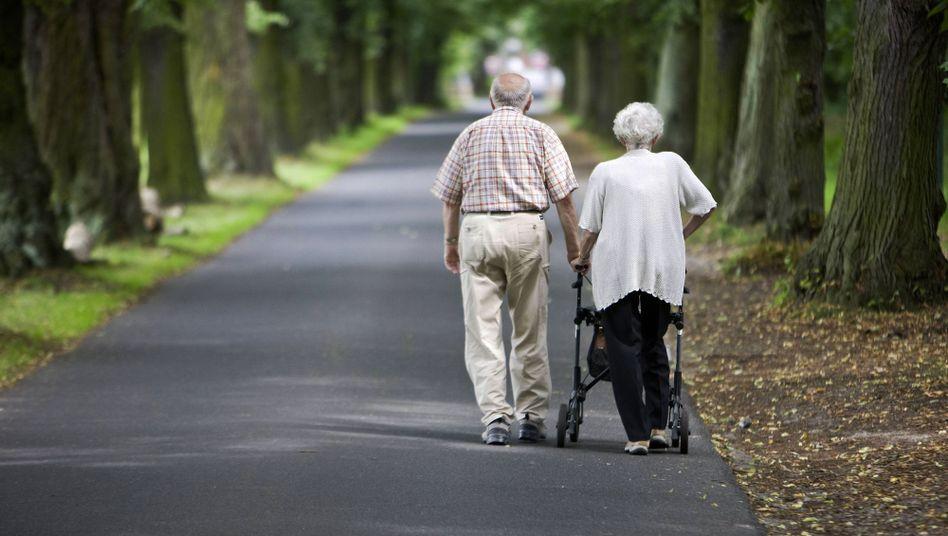 Rentnerpaar in Potsdam: Lange Jahre eingezahlt und dennoch nur wenig Rente - bis zu 1,5 Millionen Betroffene sollen bald einen Zuschlag erhalten