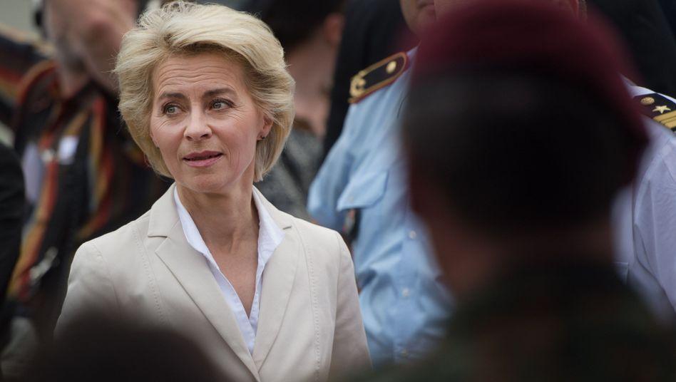Verteidigungsministerin von der Leyen: Einer ihrer Generäle auf Kontrolltour von Asien bis nach Afrika