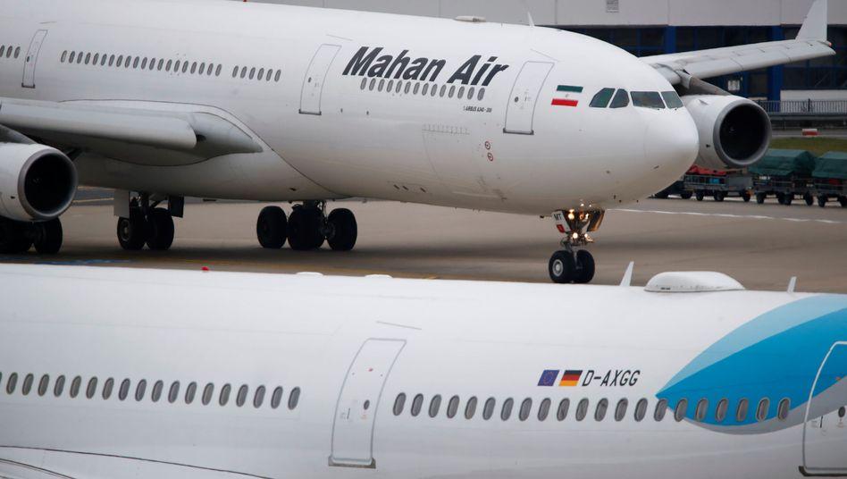 Maschine von Mahan Air am Flughafen Düsseldorf