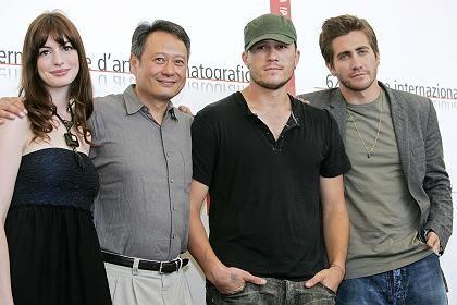 "Regisseur Ang Lee (2. v. l.), ""Brokeback Mountain""-Darsteller: ""Freundlich aufgenommen"""
