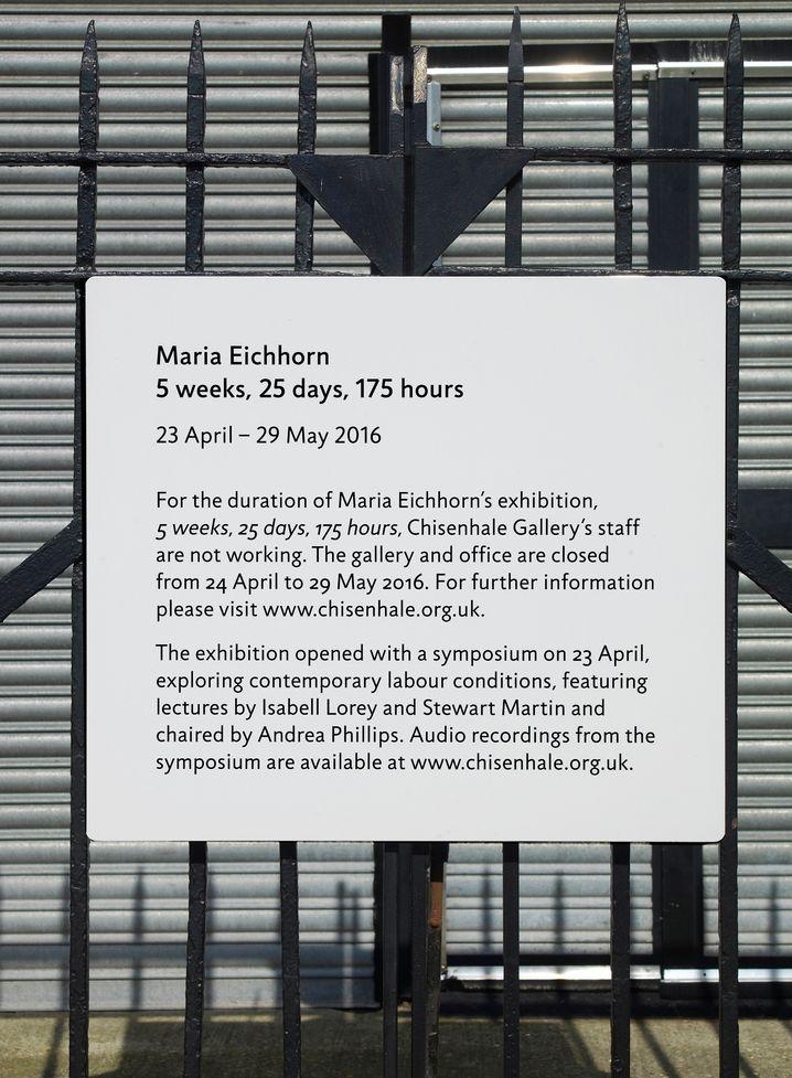 Schild am Eingang der Chisenhale Gallery in London