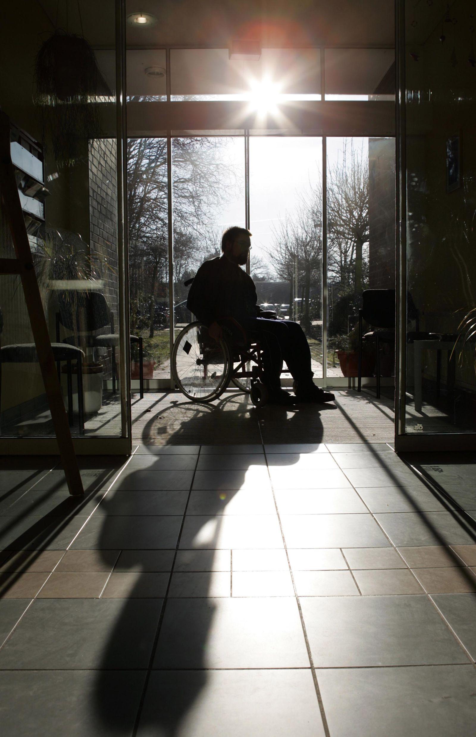 Symbolbild Rollstuhl / Körperlich behindert / Behinderung